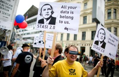 NSA_rivacy demonstrators-obama