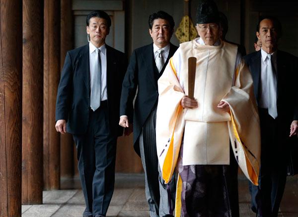 Abe visits Yasukuni