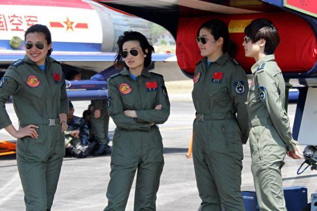 Lima 2015_PLA female pilots aerobatic show